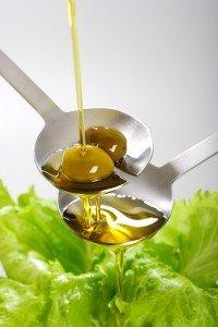 Les vertus de l'huile d'olive huile-d-olive-extra-vierge-salade-200x300